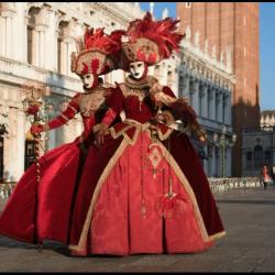 Εικόνες από το καρναβάλι της Βενετίας & το καρναβάλι της Βέρα Κρουζ