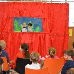 Οι παιδαγωγοί από τους παιδικούς και βρεφονηπιακούς σταθμούς του Ν.Π.Δ.Δ. Π.Α.Κ.Π.Π.Α Δ.Ελευσίνας  παίζουν  το έργο <<Ο ΜΑΓΟΣ ΤΗΣ ΣΚΕΨΗΣ>>  σε   σενάριο του εκπαιδευτικού κουκλοθιάσου ΟΝΕΙΡΟΒΑΤΕΣ και  μας ταξιδεύουν  τους μικρούς μας φίλους,ανάμεσα  στις μαγικές λέξεις ευχαριστώ,παρακαλώ και συγνώμη !!!